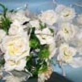 Букет на капот 2 ленты белые розы