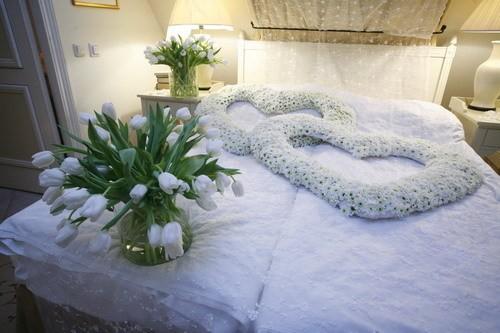 Первая брачная ночь должна запомниться на всю жизнь ...: http://zavtrasvadba.ru/glavnaya/poleznoe/246-pervaya-brachnaya-noch-dolzhna-zapomnitsya-na-vsyu-zhizn.html